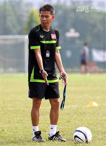 Cái khó với ông thầy người Khánh Hòa là ông và các học trò chỉ có thể chuẩn bị cho vòng loại U19 châu Á ở trong nước. (Ảnh: Quang Minh)