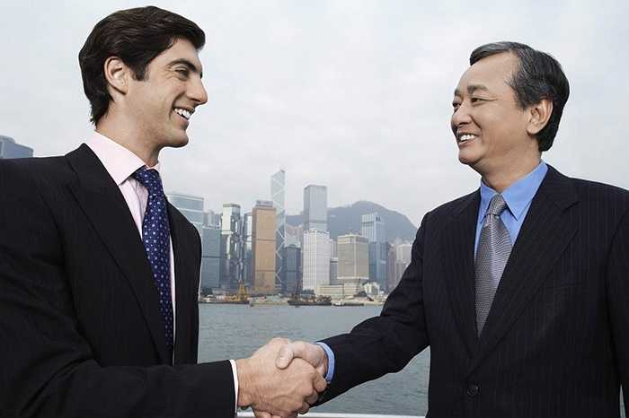 10. Chuyên gia ngoại giao. Nghề nghiệp nghe có vẻ lạ lùng nhưng lại khá phổ biến ở Trung Quốc. Những người làm nghề này đơn giản chỉ khoác lên mình những bộ cánh thanh lịch, bắt tay và giao dịch bước đầu với các đối tác. Thu nhập khoảng 1000 - 1600 USD/ tuần.