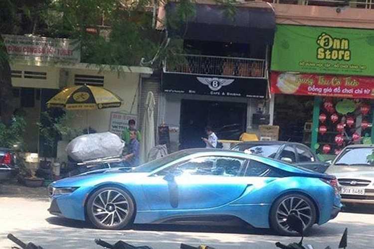 Sau vụ va chạm, hiện chủ nhân chiếc BMW i8 này hiện đã tạm khoá Facebook cá nhân. (Nguồn: Kienthuc.net.vn)