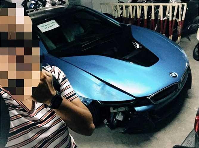 Theo một số nguồn tin, chiếc BMW i8 đã xảy ra va chạm với một chiếc Mercedes khác trên phố Bạch Mai.