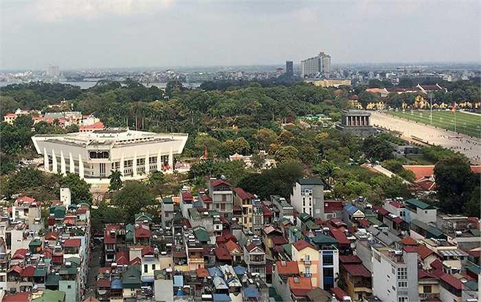 Cảnh quan từ tầng cao của tòa nhà có thể dễ dàng quan sát xuống khu vực Lăng Bác, Quảng trường Ba Đình, Bảo tàng Hồ Chí Minh. (Ảnh: discoverycomplexletruc.com)