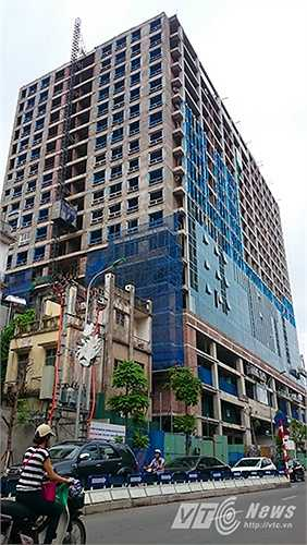 Tuy nhiên theo quan sát của PV VTC News, đến thời điểm giữa tháng 9/2015, nhiều hạng mục của tòa nhà vẫn đang trong quá trình xây thô.