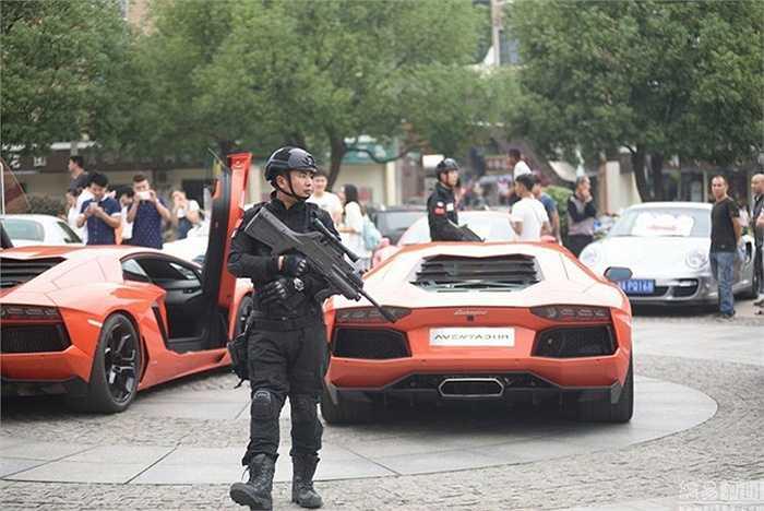 Sự việc gây ồn ào, náo loạn bởi sự có mặt của những chiếc xe và sự hiếu kỳ của những người tham quan đã khiến cho cảnh sát phải vào cuộc để hỗ trợ an ninh trật tự.