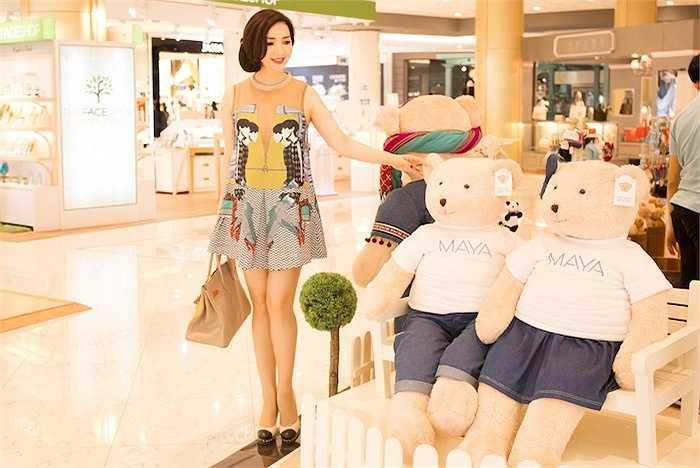 Tranh thủ thời gian nghỉ trước khi làm việc, cô đã ghé một trung tâm thương mại lớn nhất Thái Lan.