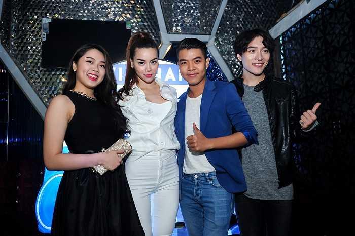 Cô gái 19 tuổi vừa bước ra từ chương trình Thần tượng âm nhạc Việt Nam đến chúc mừng Hồ Ngọc Hà và Noo Phước Thịnh - hai gương mặt sẽ tham gia chương trình truyền hình mới với tư cách khách mời.