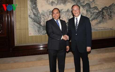 Phó Thủ tướng Nguyễn Xuân Phúc và ông Vương Kỳ Sơn