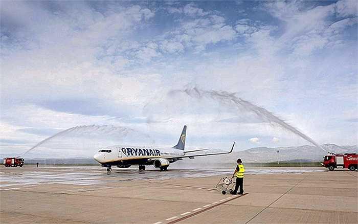 Castellon là sân bay từng được biết đến là 'sân bay ma', do sau khi xây dựng mà không có bất cứ chuyến bay nào. Dù sân bay này ngốn tiền xây dựng hàng chục triệu Euro