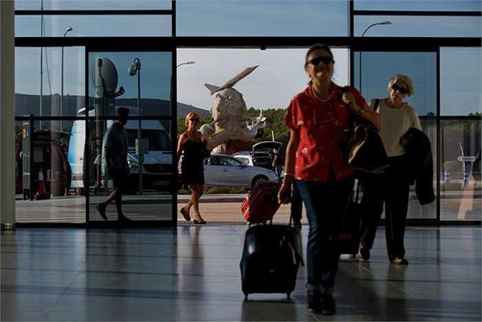 Hiện nay chỉ có Ryanair là hãng hàng không có chuyến bay tới đây