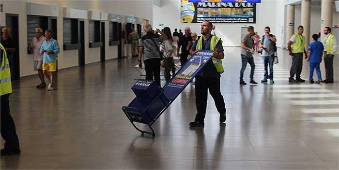 Sau những tháng ngày vắng lặng, chuyến bay đầu tiên hi vọng mở ra khởi đầu mới cho sân bay này