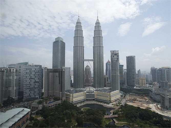 Kuala Lumpur - thành phố ít gây bất ngờ nhất khi phát triển như vũ bão nhất khi nó có nền tảng tài chính rất tốt cùng nhiều tiện nghi hiện đại. Đây được coi là trung tâm tài chính hàng đầu ở châu Á