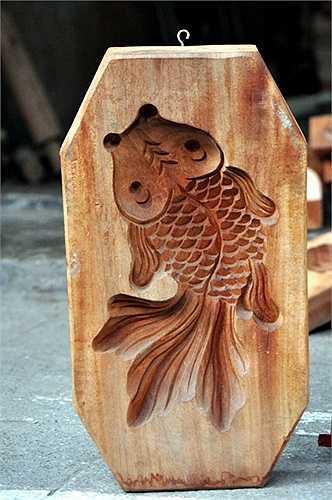 Khuôn bánh hình cá chép thường được các cửa hàng đặt riêng chứ ông không sản xuất đại trà.