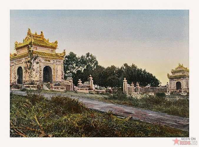 Những hình ảnh sau đây do nhiếp ảnh gia Pháp M. Ch. Lemire thực hiện và được xử lý bằng kỹ thuật in màu cổ điển.