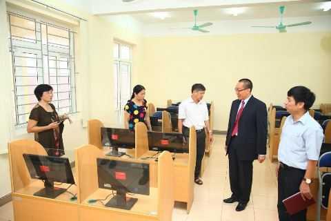 Gói thiết bị trường học trị giá 750 triệu đồng vừa được Generali Việt Nam trao tặng trường tiểu học Ninh Giang, Ninh Bình