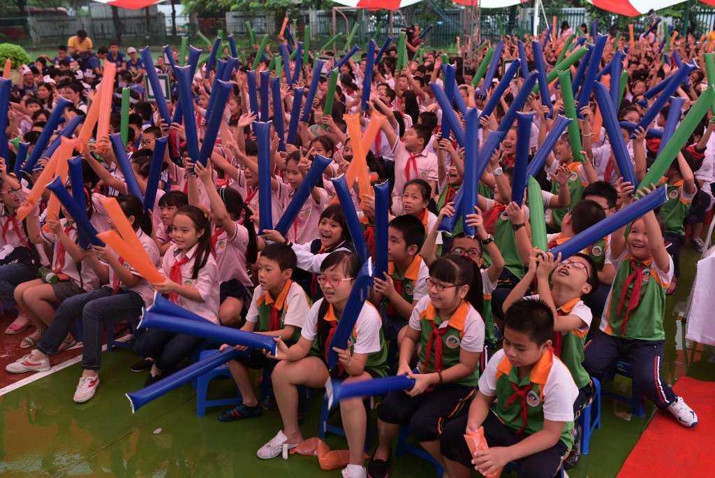 Các em trường tiểu học Ngôi sao hào hứng tham gia lễ phát động