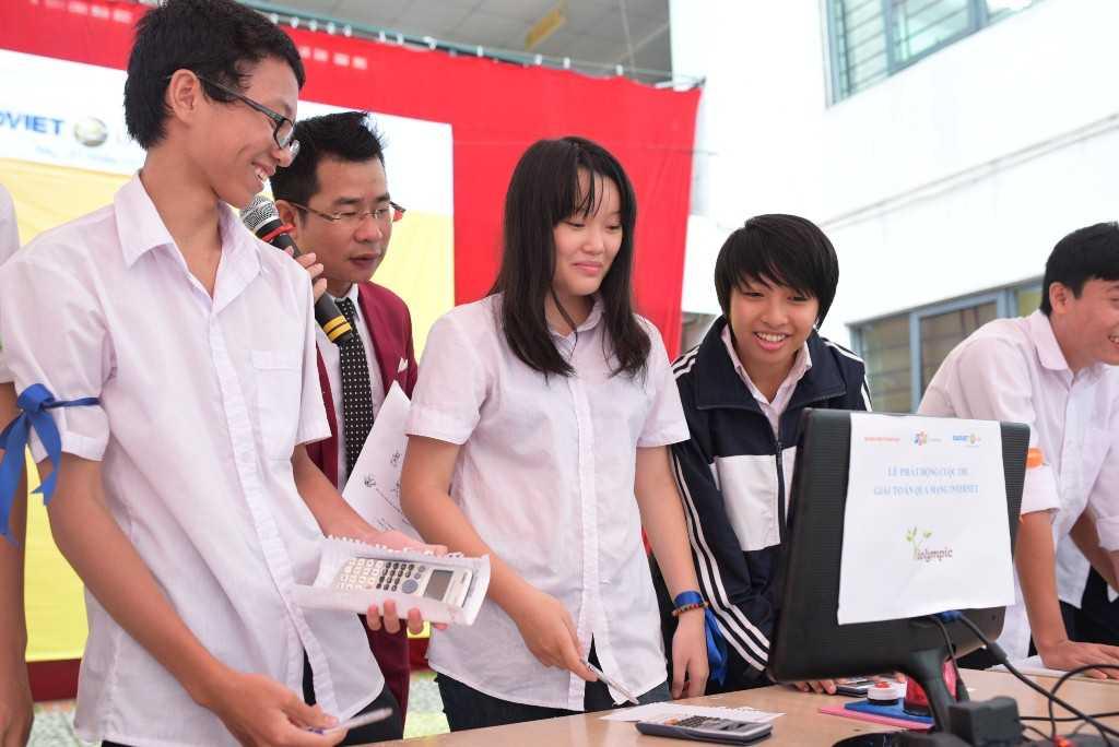 Đội thi trường THPT Yên Hòa