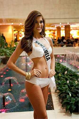 Có lẽ không có gì phải bàn cãi về sức hút của những cô gái đến từ đất nước Nam Mỹ này. Venezuela được coi là 'lò' sản sinh hoa hậu thế giới. Phụ nữ nước này được thượng đế ban cho thân hình với những đường cong gợi cảm. Hơn hết, họ biết cách sử dụng vẻ đẹp ngoại hình và sự thông minh, ấm áp, thân thiện để biến mình thành những người phụ nữ quyến rũ nhất hành tinh.