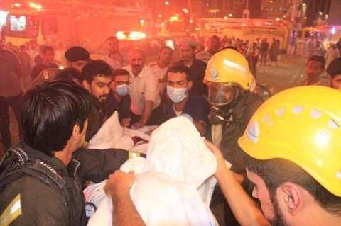 Lính cứu hỏa giải cứu người bị thương