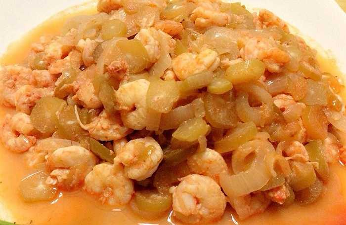 Ngoài ra, người ta còn làm nguyên liệu nấu nhiều món ăn như tôm nấu khế.