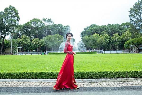 Công việc tuy vất vả nhưng Hoa hậu cho biết, cô thuộc tuýp phụ nữ năng đọng, thích được làm việc, nên vất vả đến đâu cũng đủ sức để có thể chiu được áp lực.