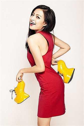 Hoàng Thùy Linh ngày càng xinh đẹp và nóng bỏng bởi gu thời trang sành điệu, tôn lên vóc dáng hoàn hảo, đường cong gợi cảm.