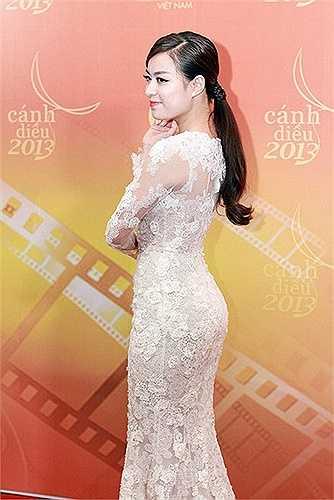 Cùng ngắm vẻ đẹp sexy của Hoàng Thuỳ Linh:
