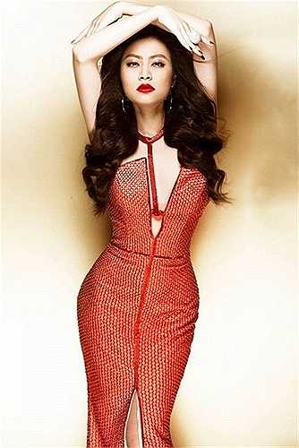 Những thiết kế váy dạ hội luôn là vũ khí hoàn hảo để Hoàng Thuỳ Linh 'hạ gục' công chúng