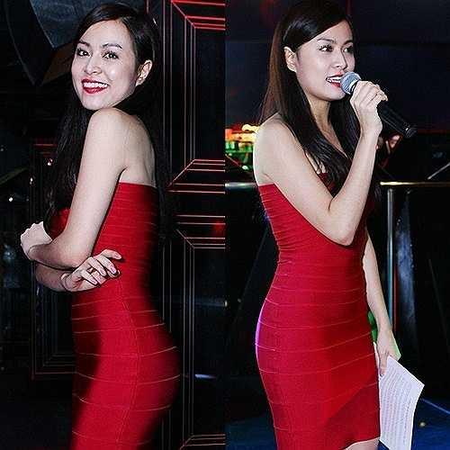 Hầu hết các mẫu váy Hoàng Thuỳ Linh lựa chọn đều có phom dáng khá đơn giản nhưng tôn triệt để vóc dáng nóng bỏng của người đẹp.