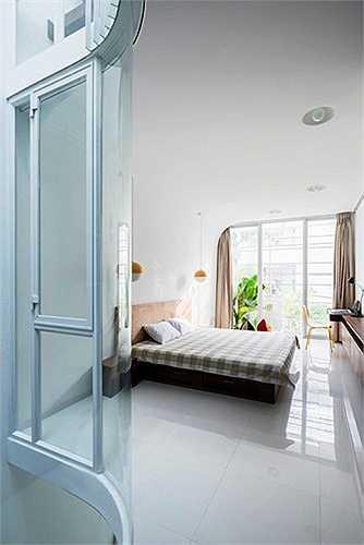 Các phòng ngủ đều đón nhận được ánh sáng và thông gió tự nhiên.