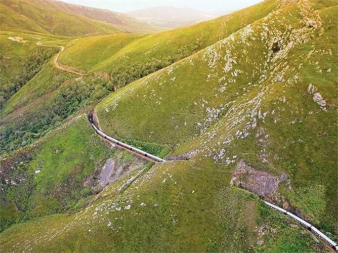Rovos Rail ở Nam Phi: Là chuyến tàu cổ kính được xây dựng từ những năm 1960-1970 đưa du khách tham quan nhiều vùng quê đẹp