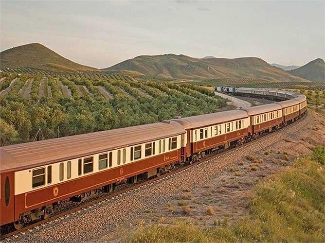 Al Andalus ở Tây Ban Nha: Là chuyến tàu đưa du khách khám phá vùng đất nhiều nét văn hóa và ẩm thực phong phú Nam Tây Ban Nha