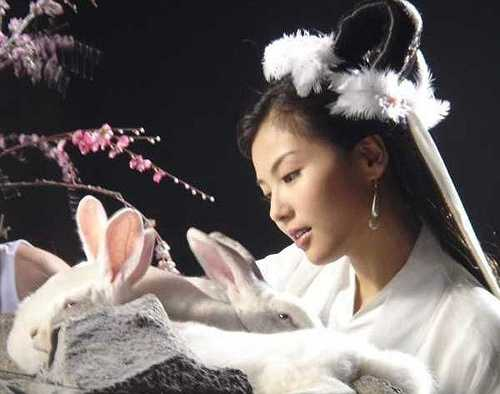 Dù chỉ là một vai diễn nhỏ song nàng Hằng Nga do Lưu Đào thủ vai trong Bảng Phong Thần lại khiến người xem ấn tượng bởi vẻ đẹp tự nhiên, nét duyên ngầm riêng làm lòng người mê đắm.