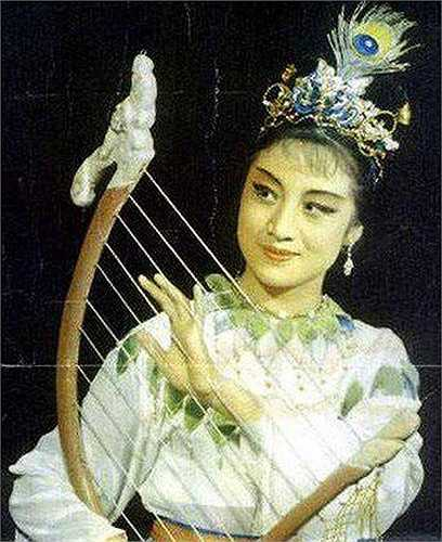 Người đẹp Thư Xảo thủ vai nàng Hằng Nga xinh đẹp và mạnh mẽ trong Hậu Nghệ và Thường Nga 1960.