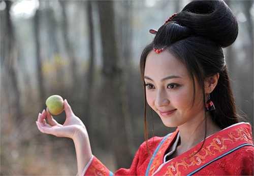 Nữ diễn viên trẻ Diêu Địch bị cho là khá kém sắc so với các mỹ nhân đóng vai Hằng Nga. Hình ảnh của Diêu Địch trong phim Hằng Nga tiên nữ.