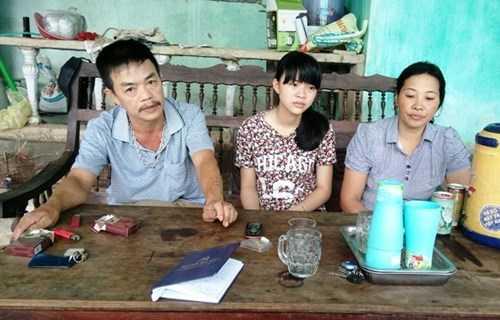 Bùi Kiều Nhi (giữa) và các thành viên trong gia đình đang chờ mong quyết định từ Bộ Công an (Ảnh: Hoàng Hà)
