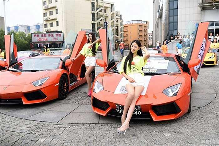 Các siêu xe của hàng loạt tên tuổi đình đám như Lamborghini, Ferrar và Mercedes-Benz cùng xuất hiện