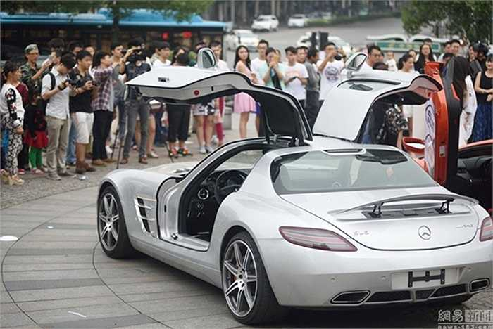 Một chiếc Mercedes-Benz