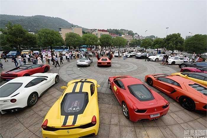 Các siêu xe trong sự kiện quảng cáo của ông chủ du lịch ở Hồ Nam