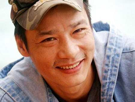 Lớn lên, Võ Hoài Nam đi bộ đội. Sau khi giải ngũ, anh sang Nga lao động nhưng được 2 năm thì bị trục xuất về nước vì tội đánh nhau. Dù cuộc sống riêng vất vả nhưng anh lại rất có duyên với điện ảnh. Anh được chú ý ngay từ những vai diễn đầu tiên. Năm 2003, anh giành giải Diễn viên trẻ xuất sắc nhất trong LHP châu Á - Thái Bình Dương lần thứ 47 tại Pusan (Hàn Quốc). Đây là lần đầu tiên Việt Nam có giải ở hạng mục này. Năm 2007, anh được phong tặng danh hiệu NSƯT