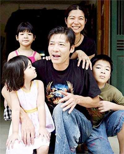 Võ Hoài Nam hiện có cuộc sống hạnh phúc bên vợ và 3 con. Cả gia đình anh kinh doanh một nhà hàng nhỏ tại Hà Nội