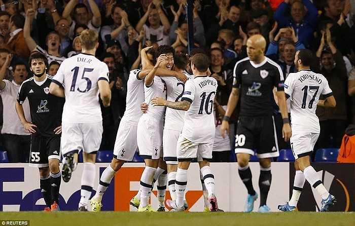 Anh cân bằng tỷ số 1-1 sau quả phạt góc của Townsend ở phút 28. Trước khi đưa Tottenham vượt lên chỉ đúng 2 phút sau