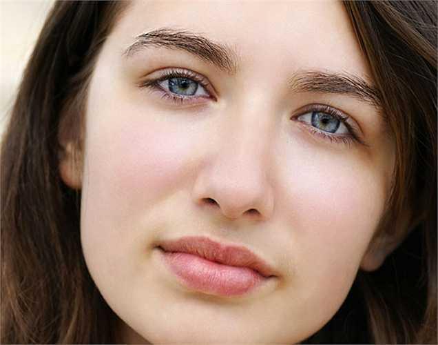 Da nhợt nhạt: Kiểm tra má, bên trong môi và mí mắt dưới. Nếu bạn thấy những vùng đó nhợt nhạt thì bạn nên đi khám bác sĩ. Hemoglobin là protein tăng cường các tế bào máu. Thiếu sắt trong máu làm bạn trông nhợt nhạt bất thường.