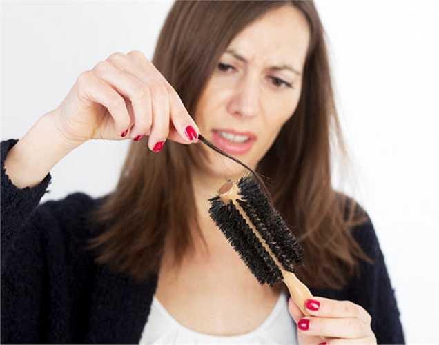 Rụng tóc: Nếu bạn đang bị thiếu sắt nặng, cơ thể của bạn tập trung chống lại các vấn đề nghiêm trọng, bạn sẽ bị rụng tóc, vì vậy, có thể dẫn đến chứng hói đầu.