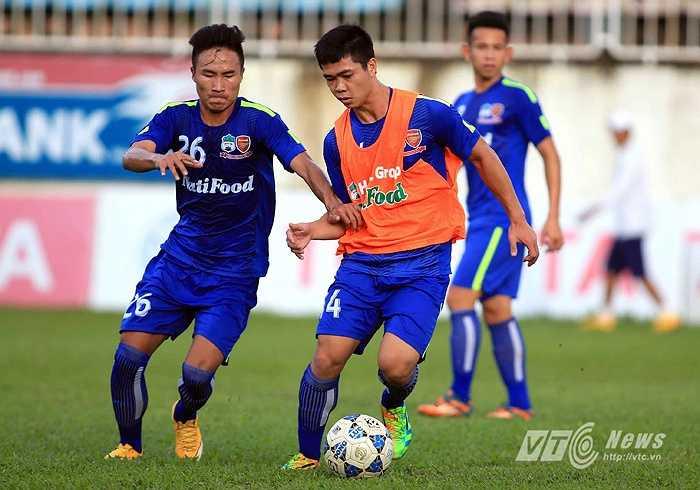 Công Phượng và đồng đội sẽ có trận đấu cuối cùng ở V-League 2015 gặp S.Khánh Hòa. (Ảnh: Minh Trần)