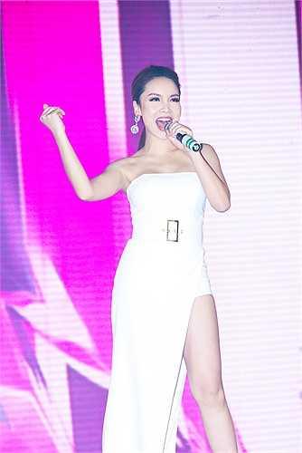 Trong thời gian sắp tới, Yến Trang sẽ có một sản phẩm âm nhạc tái hợp cùng Yến Nhi để đem đến một món quà bất ngờ cho những ai đã từng yêu thương Song Yến với một phong cách và diện mạo hoàn toàn mới.