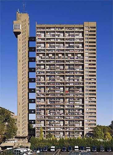 Tòa nhà Trellick, Luân Đôn, Anh đã phá hỏng toàn bộ khung cảnh sang trọng ở Kensington và Chelsea. Là một khu chung cư cao cấp nhưng Trellick thoạt nhìn lại giống doanh trại quân đội hay một nhà máy công nghiệp lỗi thời, xấu xí hơn. Có lẽ nó đang cần một sự thay đổi.