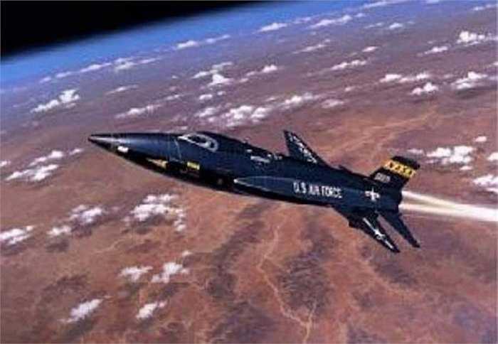X-15. Tốc độ tối đa: 7240 km/h. Thiết bị bay siêu tốc nhất thế giới thực chất là nửa tên lửa, nửa máy bay. Nó được thiết kế bởi NASA. Nó đạt được kỷ lục về vận tốc bay và hiện nay vẫn chưa có thiết bị nào phá được