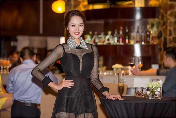 Hoàng Anh vừa tham dự tiệc tại một khách sạn 5 sao của Hà Nộ