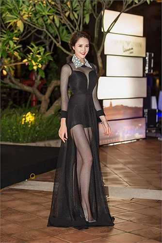 Hoàng Anh vẫn đang là sinh viên Đại học Văn hoá Hà Nội nên ngoài lịch chạy show, cô chú trọng việc học.