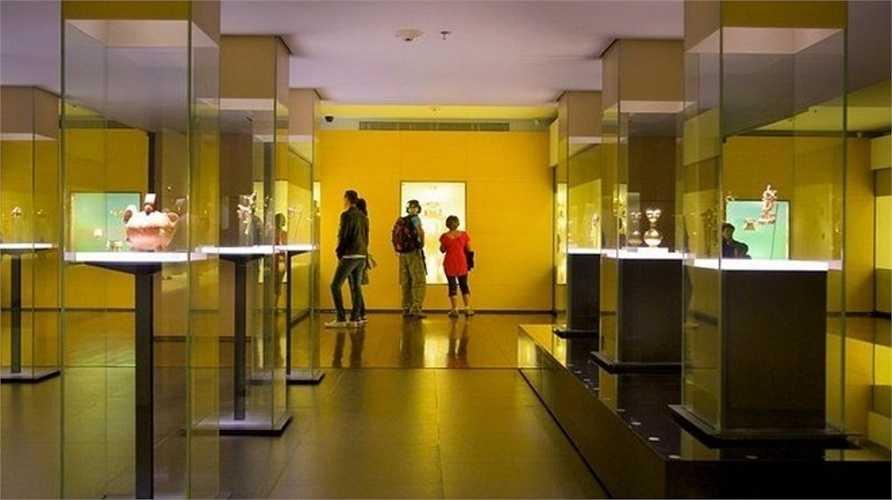 Bảo tàng Vàng ở thủ đô Bogota là một trong những bảo tàng quan trọng nhất của Colombia. Nó trưng bày những báu vật bằng vàng từ thời kỳ trước khi thực dân Tây Ban Nha xâm lược Colombia.