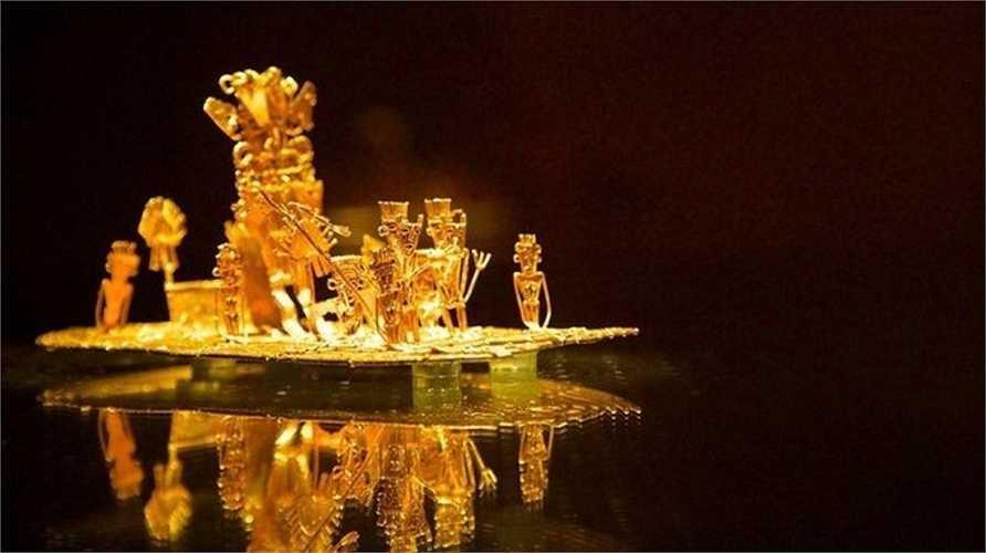 'Bè âm nhạc' là tên của báu vật trong ảnh. Với chiều dài 25 cm và khối lượng 287 gram, nó là bảo vật quý nhất của Bảo tàng Vàng. Người ta thấy nó trong một hang ở Colombia vào năm 1886. Tác phẩm tái hiện khung cảnh của một nghi lễ, trong đó nhiều tu sĩ và người chèo thuyền đứng xung quanh vị thủ lĩnh. Tỷ lệ của vàng trong báu vật là 80%.